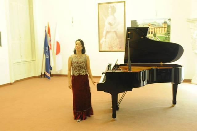 クロアチア、ナーシッツェ ドーラ伯爵夫人音楽小学校ホール リサイタル